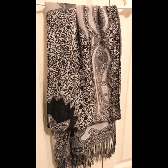 Gorgeous Fringe Scarf Wrap Black / Cream